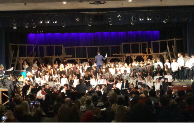 Members of Forrestdale, Knollwood, and RFH perform together.